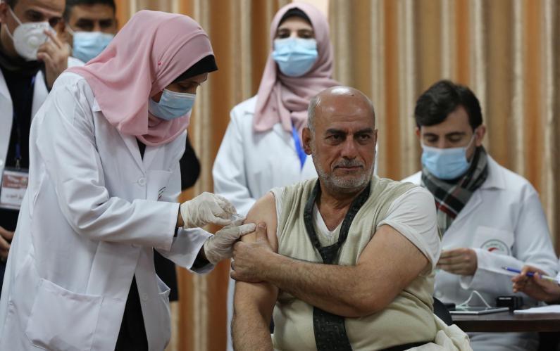 شاهد.. وزارة الصحة بغزة تطلق الحملة الوطنية للتطعيم ضد فيروس (كورونا)