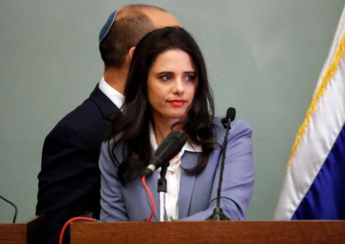 شاكيد : لن نوصي بنتنياهو وبينيت سيكون رئيس الوزراء المقبل
