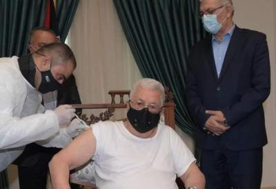 الرئيس أبو مازن يتلقى لقاح (كورونا) ويدعو أبناء شعبنا لأخذه