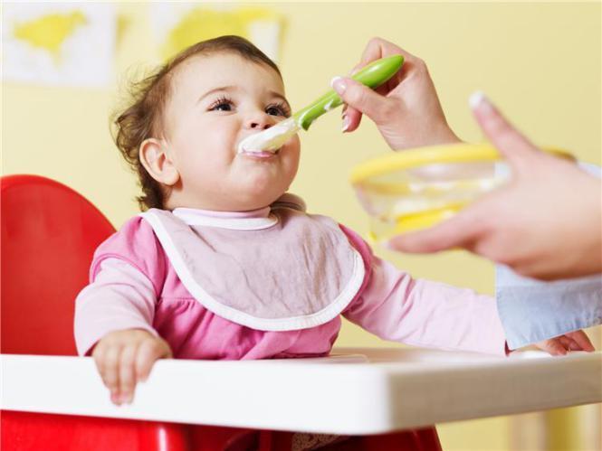 طرق تنظيم وجبات طفلك الرضيع