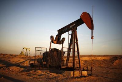 أسعار النفط تنخفض ما يزيد عن 2 %