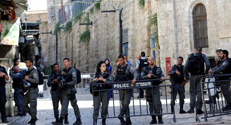 قوات الاحتلال تغلق الحواجز المحيطة بالمسجد الأقصى وتمنع وصول المصلين إليه