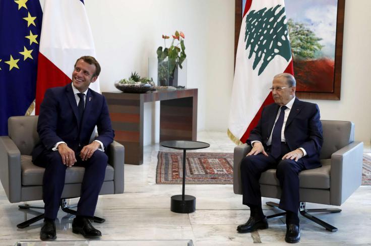 الرئيس الفرنسي إيمانويل ماكرون ونظيره اللبناني العماد ميشال عون