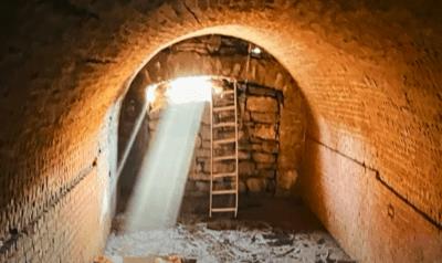 أمريكي يكتشف نفق غامض من القرن الـ 19 أسفل منزله (فيديو)