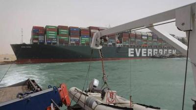 انتهاء أزمة تكدس السفن في قناة السويس وانتظام حركة الملاحة