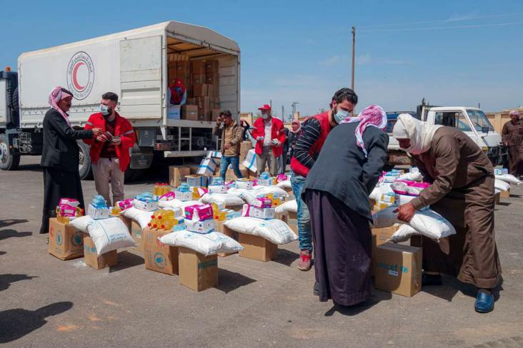 240 سلة غذائية وصحية تصل إلى مستحقيها في ريف حماة