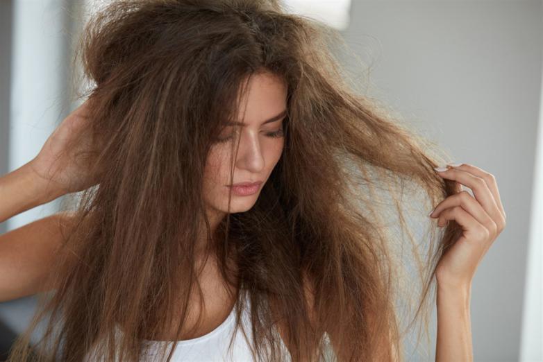 إليك بعض الأخطاء التي تقترفينها بحق شعرك دون قصد