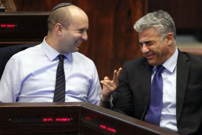 قناة عبرية: بينيت يوافق على الانضمام الى حكومة التغيير