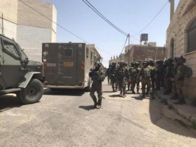 """انسحاب قوات الاحتلال من محيط عقربا بعد عدم العثور على """"المطلوبين"""""""
