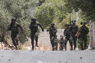 قوات الاحتلال تشن حملة مداهمات واعتقالات في الضفة والقدس