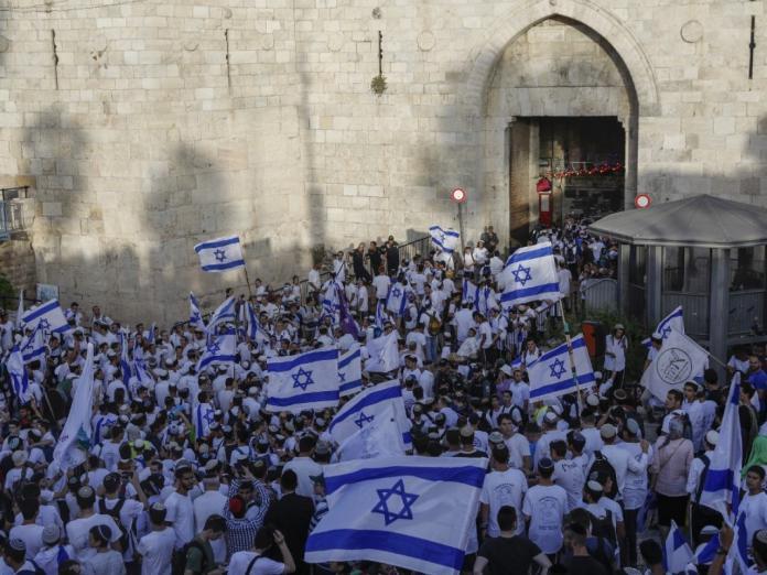 الكابينيت الإسرائيلي يعيد النظر بقرار الشرطة إلغاء مسيرة المستوطنين بالقدس