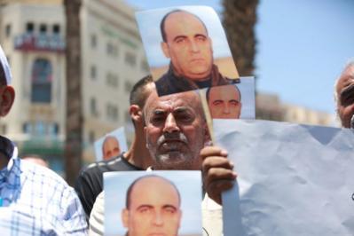 102 شبكة ومنظمة حقوقية وأهلية تدين اغتيال الناشط نزار بنات وتطالب بتحقيق دولي