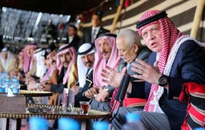 العاهل الأردني يتولى زمام التواصل مع العشائر خشية انفلات الأوضاع في البلاد
