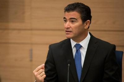 رئيس الموساد السابق: إسرائيل أخطأت بتوقعها تهدئة بعد دخول المال القطري لغزة