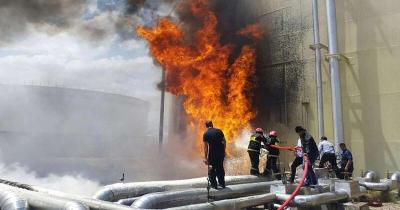 النيران تصل الأحواز.. حريق جديد بمنشأة نفطية إيرانية