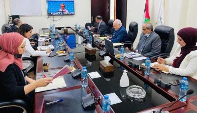 مديونية الحكومة للبنوك 2.3 مليار دولار.. مطالبة فلسطينية بتسوية هذه الملفات المالية العالقة مع إسرائيل