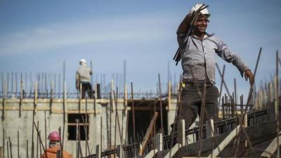 الحكومة الإسرائيلية تناقش زيادة عدد تصاريح العمل للفلسطينيين