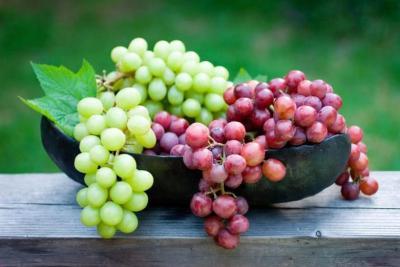 العنب.. ديتوكس طبيعي للكبد ويحميه من التليف