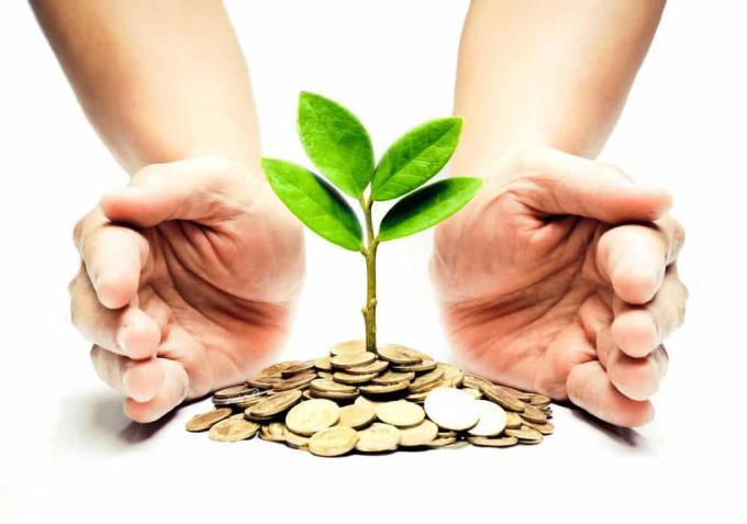 جمعيات ومؤسسات خيرية ورجال الأعمال يقدمون مساعدات للمحتاجين
