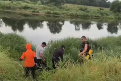 لحظة العثور على طفلة رضيعة بعد 4 أيام من اختفائها في غابات روسيا