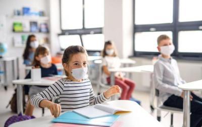 مدرس غير ملقح ينقل عدوى كوفيد إلى 18 طالب في كاليفورنيا