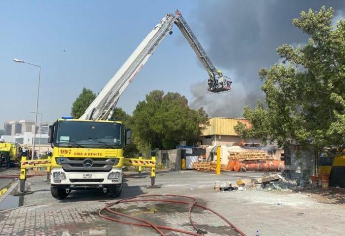 الإمارات.. حريق كبير في مصنع للمواد البلاستيكية بمنطقة جبل علي في دبي