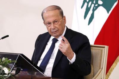الرئيس اللبناني يستدعي حاكم المصرف المركزي بعد قرار رفع دعم الوقود