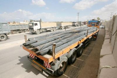 """بدون آلية """"GRM"""".. إدخال حديد البناء الى غزة عبر معبر كرم أبو سالم التجاري"""