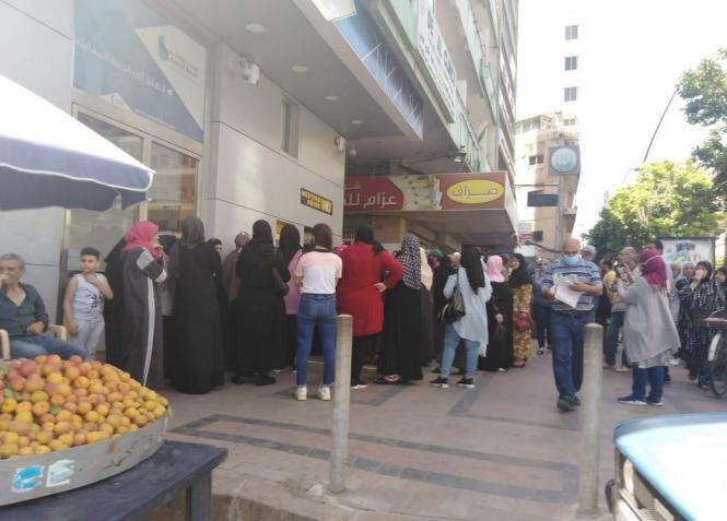 لبنانيون في الإمارات يساعدون عائلاتهم في بلدهم المنهار إقتصاديا (شاهد)