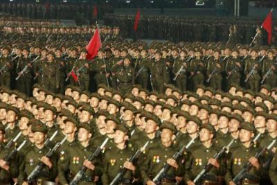 """""""بدون صواريخ أو كمامات"""".. كوريا الشمالية تحتفل بذكرى تأسيسها في عرض عسكري"""