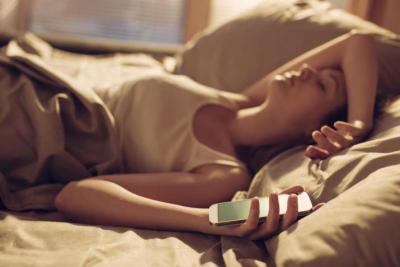 مختبر: أين يجب أن تضع هاتفك الذكي خلال النوم؟