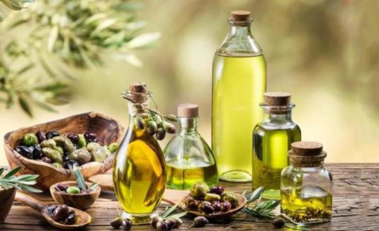 كيفية استخدام زيت الزيتون لعلاج القشرة