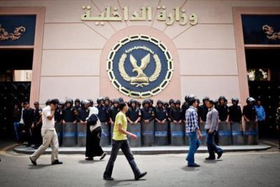 """الداخلية المصرية تكشف ملابسات واقعتي """"خطوبة طفلين"""" و""""اعتداء أم"""""""