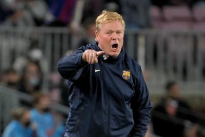 رسمياً.. برشلونة يعلن إقالة رونالد كومان