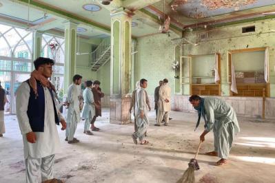 """رويترز: """"داعش"""" يعلن مسؤوليته عن استهداف المسجد في قندهار"""