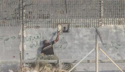 صحيفة عبرية: الجيش الإسرائيلي لا يفكر حاليًا باغتيال قاتل الجندي على حدود غزة