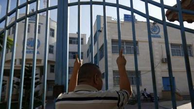 """رئاسة اتحادات العاملين بـ """"الأونروا"""" تحذر من وضع الموظفين بإجازة استثنائية دون راتب"""