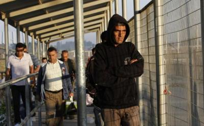الاحتلال يقرر زيادة حصة تصاريح تجار غزة