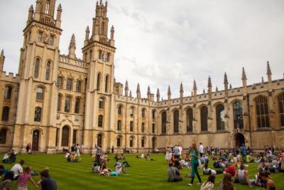 """صحيفة بريطانية: بسبب بيغاسوس.. جامعة """"كامبريدج"""" توقف محادثات التعاون مع الإمارات"""