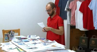 شاهد.. أول مصمم أزياء للرجال في قطاع غزة يتطلع للعالمية