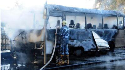 صور.. قتلى وجرحى جراء استهداف حافلة للجيش وسط العاصمة السورية