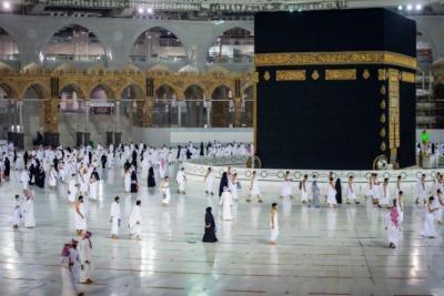 السعودية توضح الفئات المسموح لها أداء العمرة بداية من 10 أكتوبر
