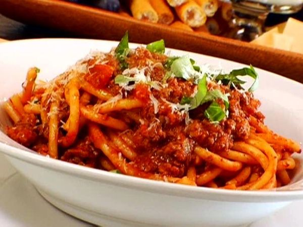 ED0207_perciatelli-with-bolognese_s4x3
