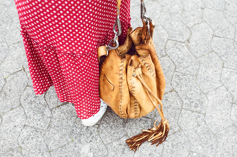 always-like-a-feather-outfit-tasche-fredsbruder-01