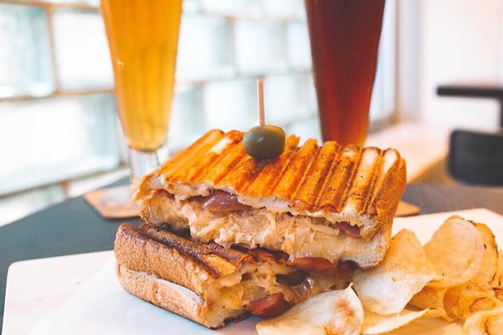 グリルドチーズサンドイッチに特化したお店「BREW LA LA」