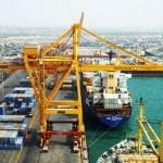 وصول باخرة غاز إلى ميناء الحديدة وأنباء عن وصول سفن محملة بالديزل والبنزين