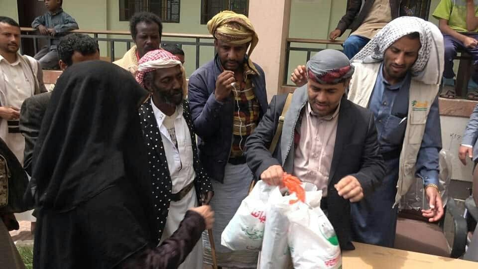 يمن ثبات تدشن توزيع كسوة العيد لأسر المرابطين من أحفاد بلال بعمران