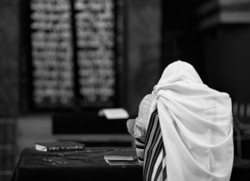 """למה להיות יהודי בימינו? ומהי המשמעות של האמירה הדתית """"קבלת עול""""?"""