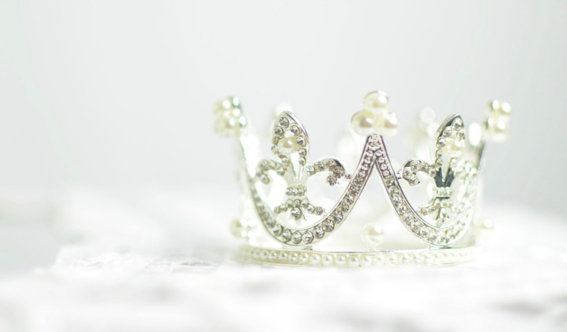 When Your Crown Falls Off: What It Means to be Royal in the Eyes of God | alyssajhoward.com