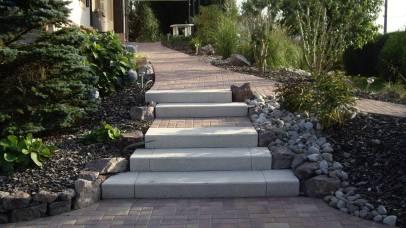 Aménagement d'escalier et allée avec massifs arbustifs, Epinal